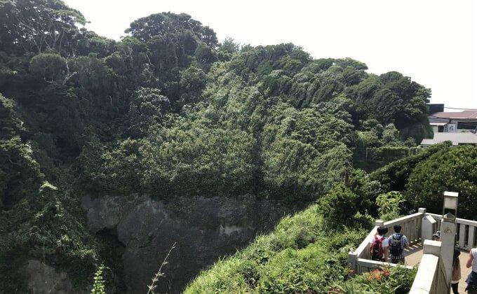 切り立った崖が見える絶景スポット