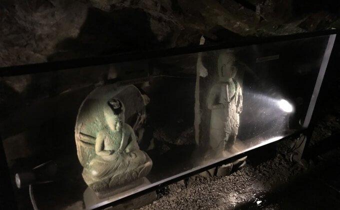 貴重な文化遺産の石像