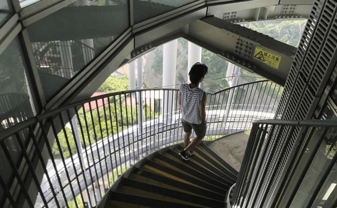 江の島シーキャンドル 階段