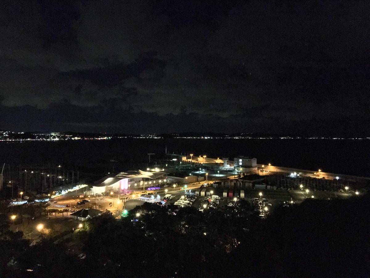 中津宮広場展望台から撮った夜景(江の島ヨットハーバー)